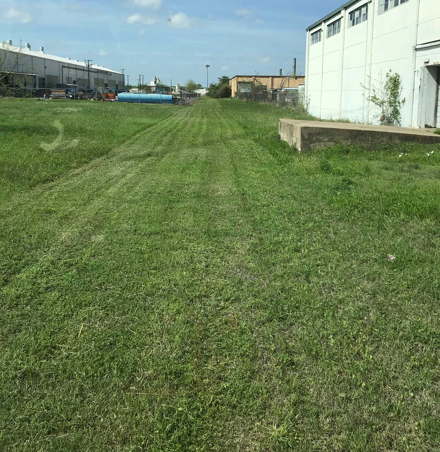 commercial lawn mowing rates